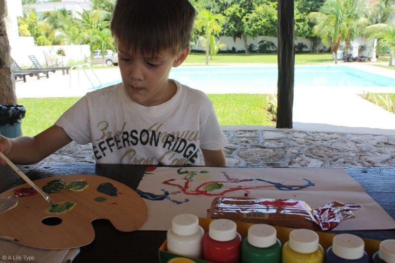 thomas-pintando